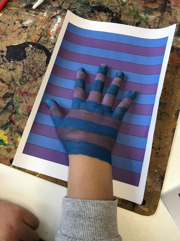 Hand verstecken5