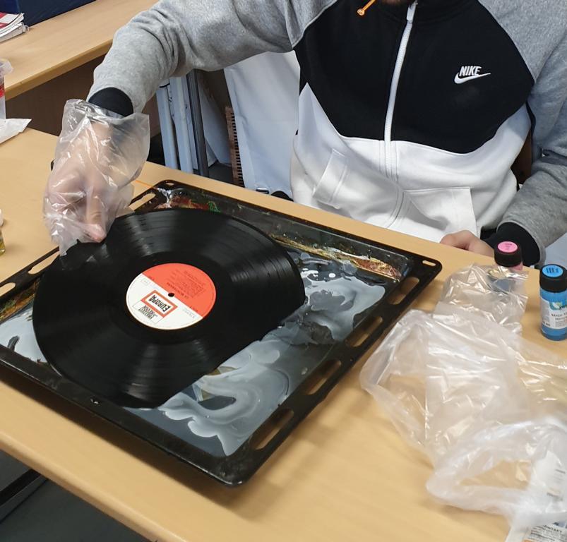 Schallplattenuhren (1)